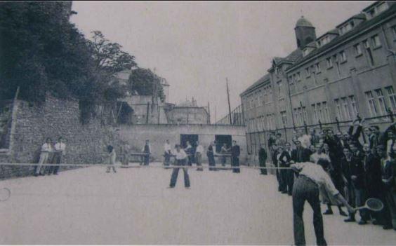 La cour des Grands(à l'emplacement de l'actuelle salle des Recollets)