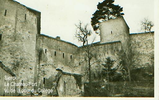 Château -Fort au-dessus du collège