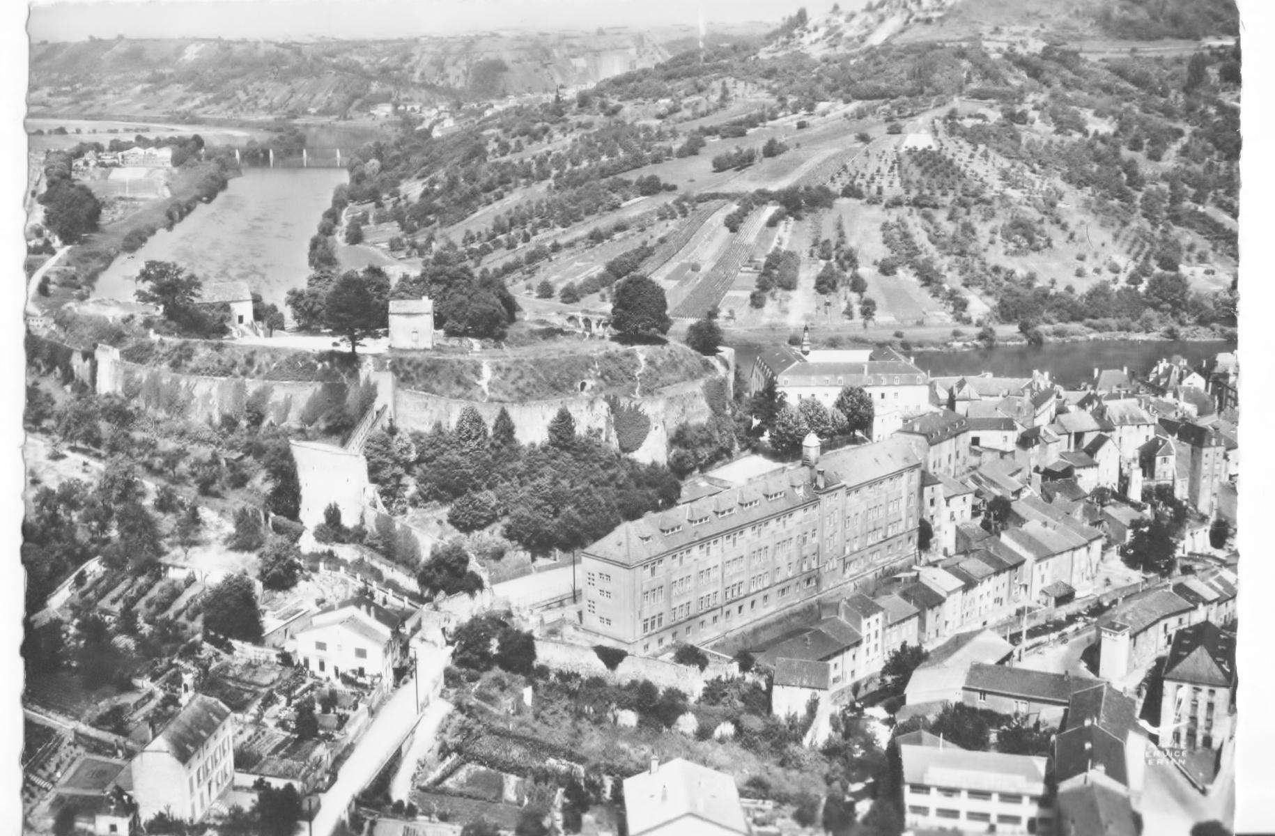 Ancien et nouveau collège au pied du château-fort